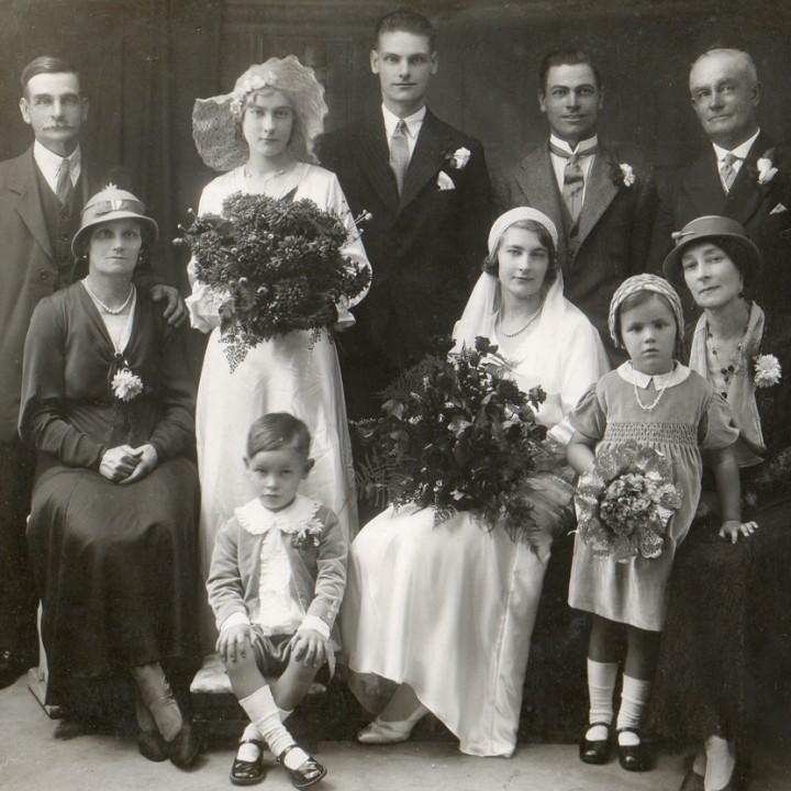 ANTIQUE WEDDING PHOTOGRAPHY