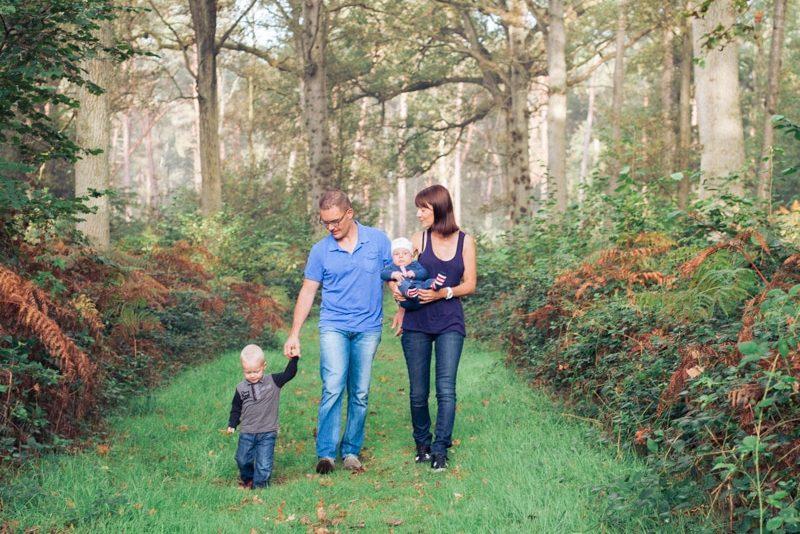 Séance photo famille dans la forêt de Raismes