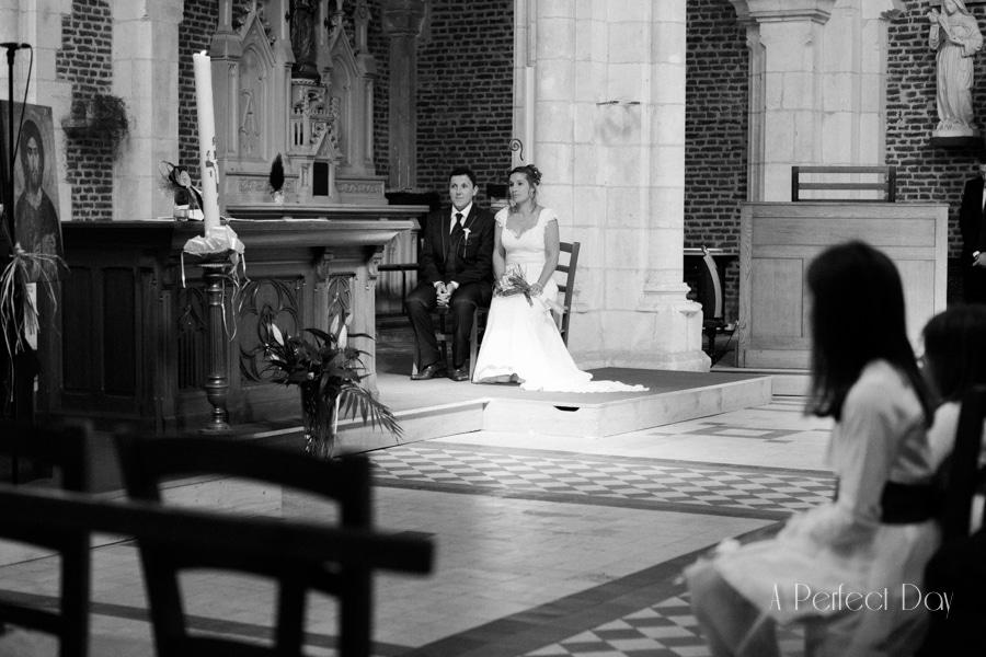 Mariage de Sophie & Olivier - Les mariés dans L'église de Maroeuil