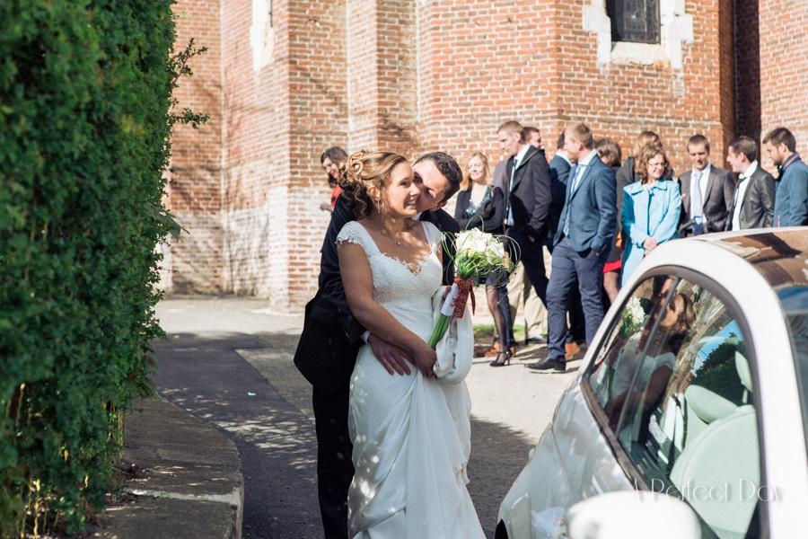 Mariage de Sophie & Olivier - photo sur le vif des mariés à la sortie de l'église
