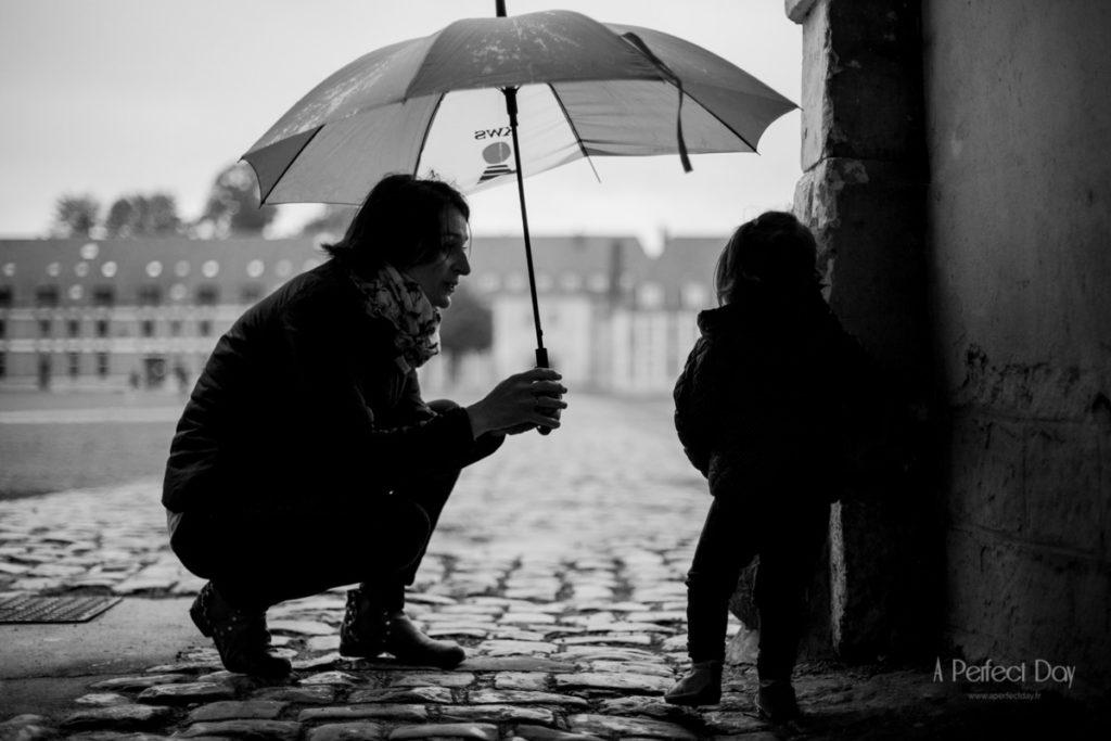 photo de famille sous la pluie