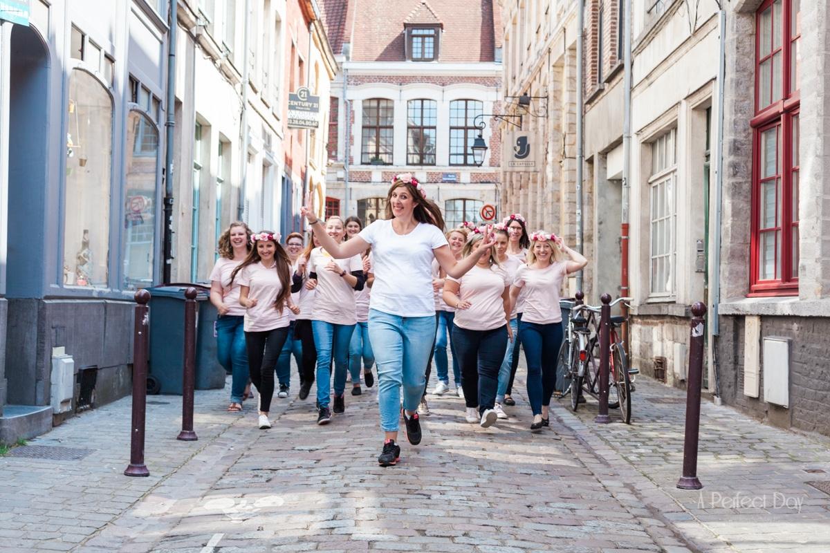 Un shooting EVJF dans les rues pavées du Vieux-Lille