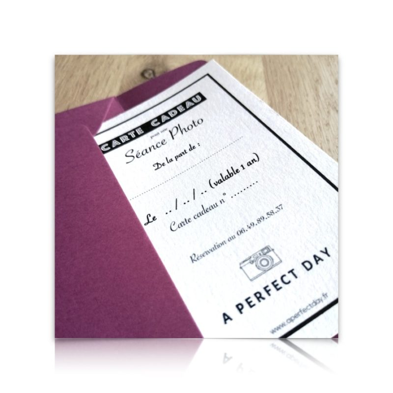 carte cadeau imprimée sur un beau papier texture et prête à être offerte
