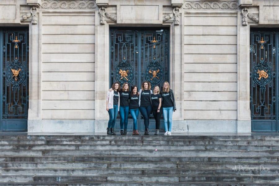 enterrement de vie de jeune fille à Lille, sur les marches de l'Opéra