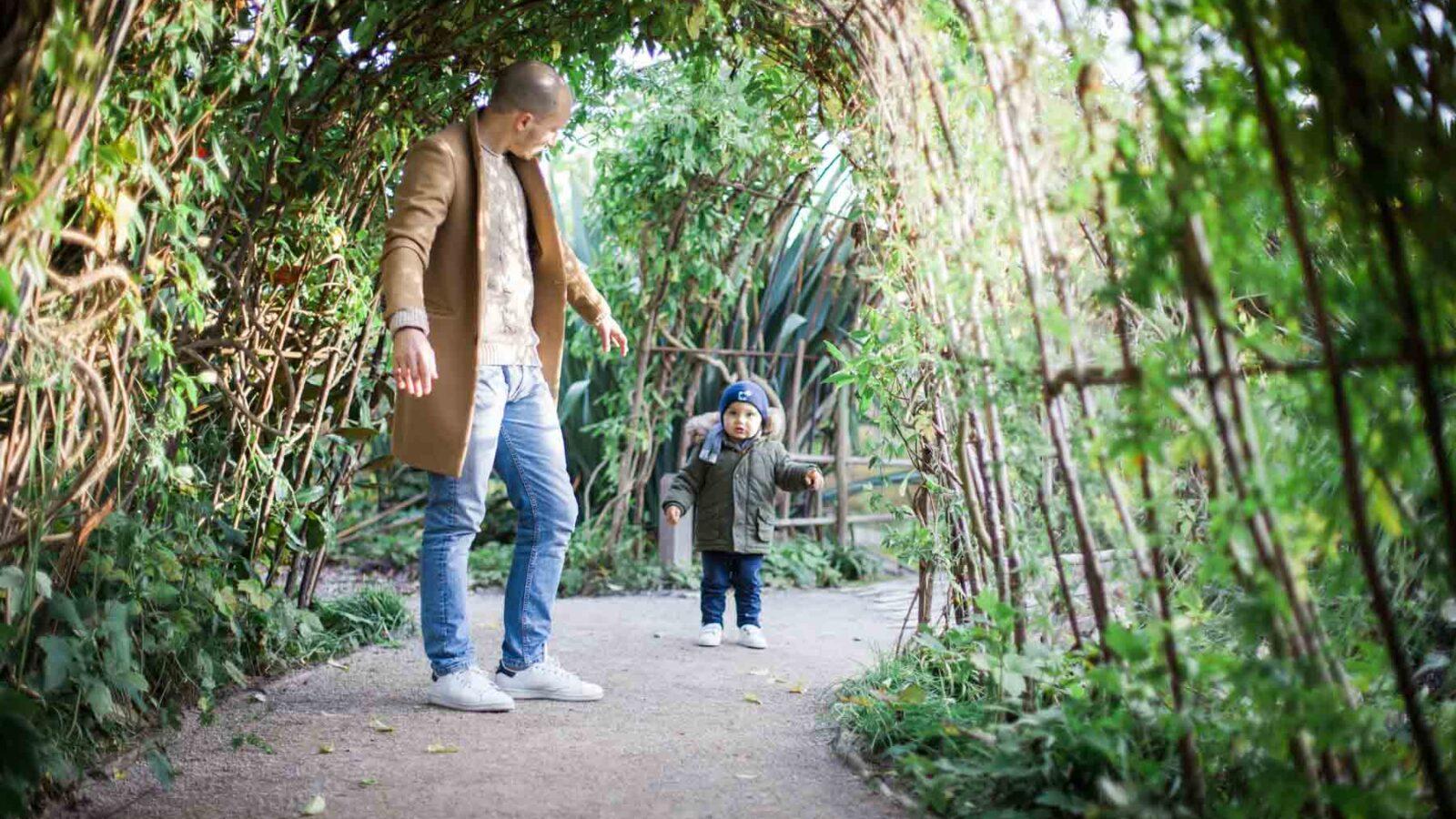 un papa et son fils au parc mosaic à Houplin-Ancoisne